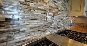 Как применить мозаику в интерьере кухни